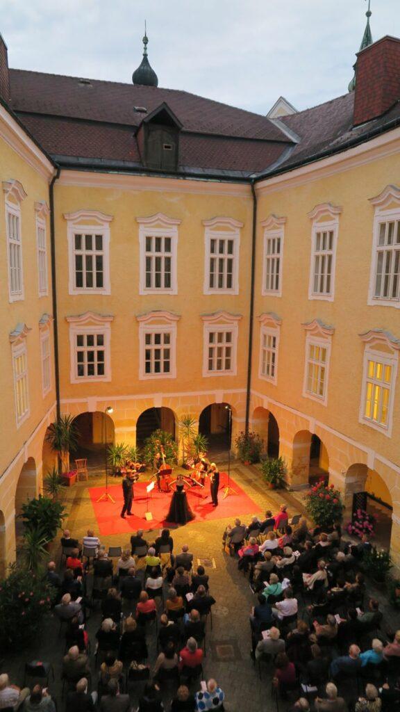 Konzert mit dem Ensemble Linz-Wien im Arkadenhof Puchheim